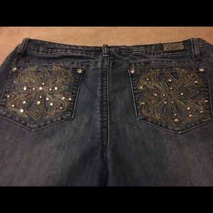 Earl jean shorts with embellishments 5 pockets